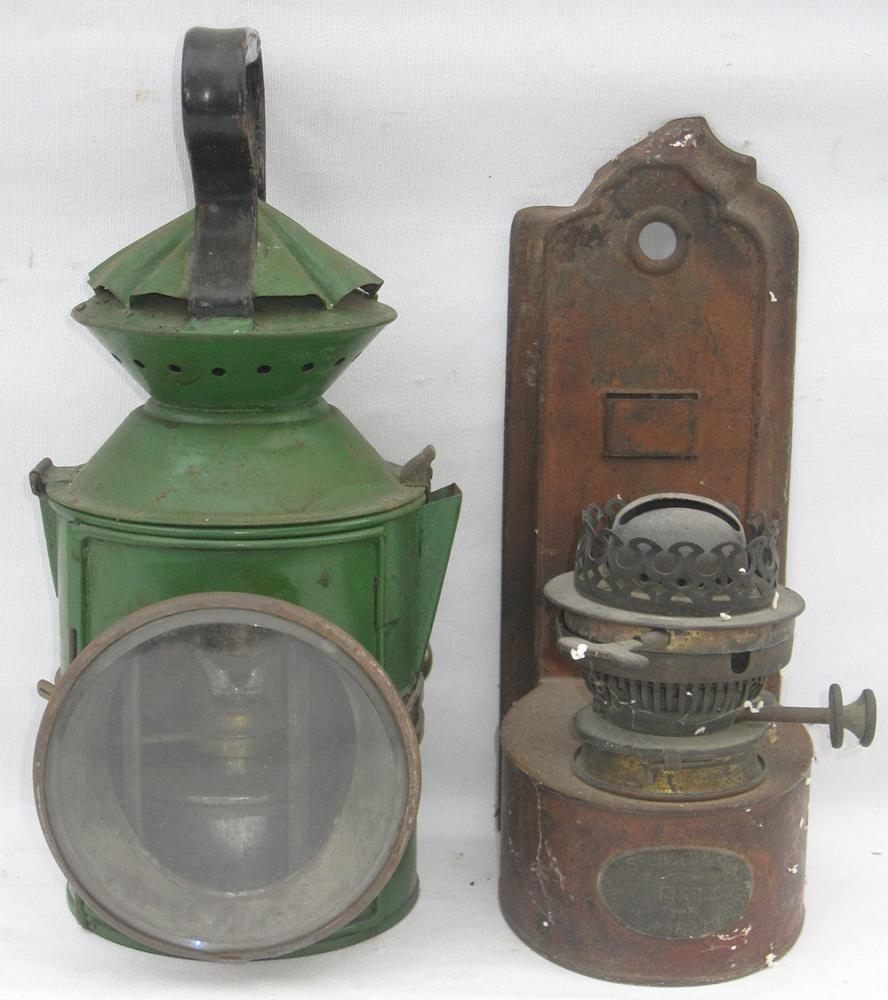 GER Guards HANDLAMP Together With A Wall Mounted