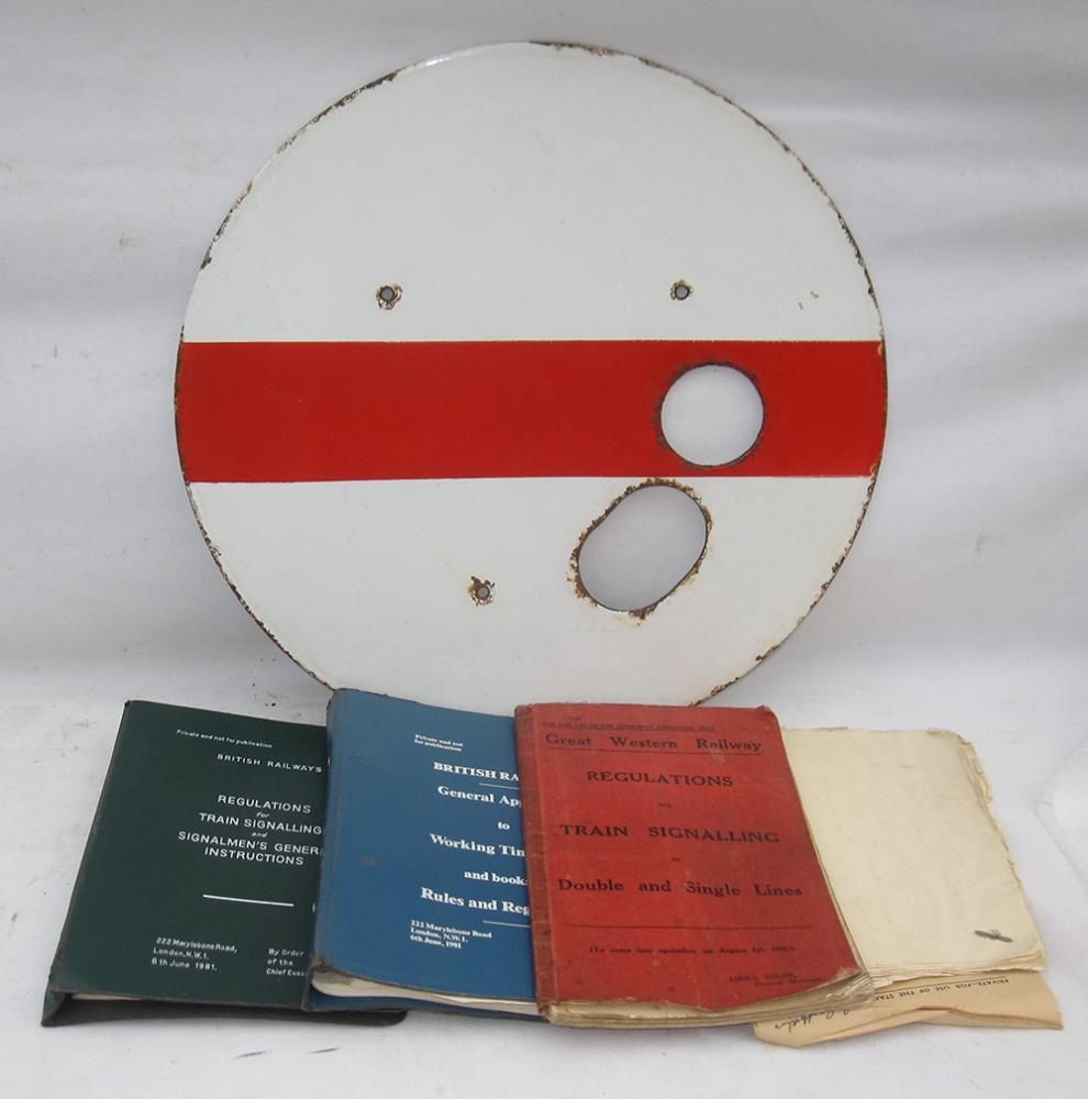 A Lot Containing 1 X GWR Enamel Shunting Disc