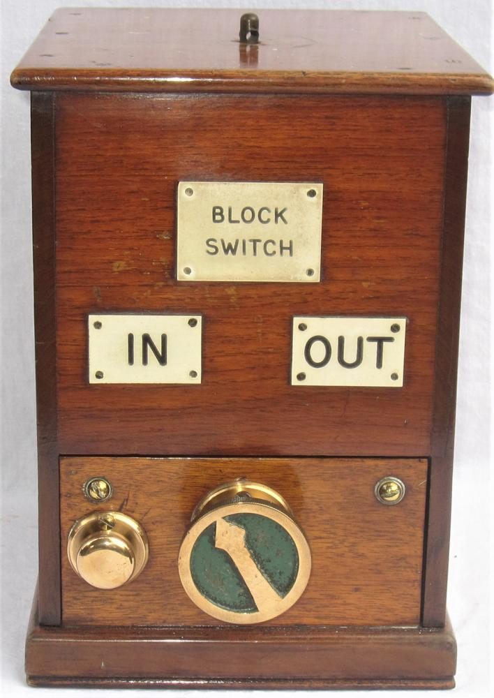 LNER Small Sized Wooden Cased BLOCK SWITCH With