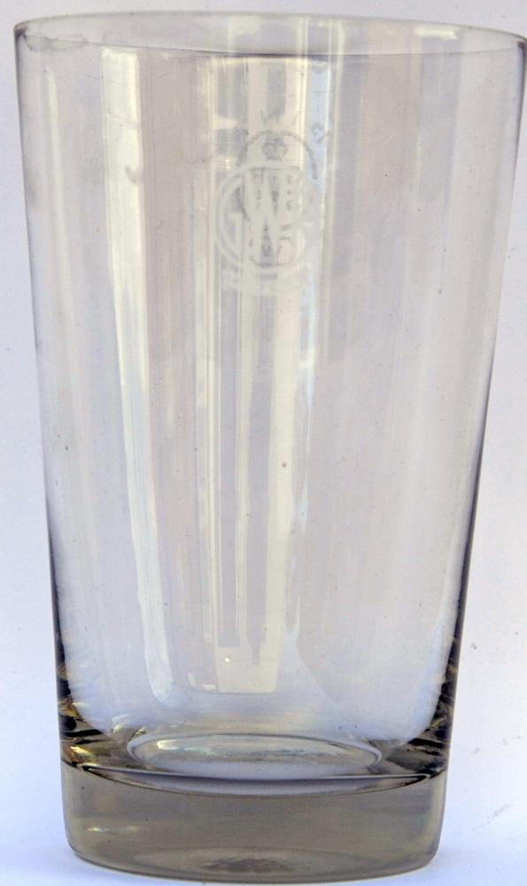 GWR Hotels Roundel Etched One Pint Glass. Stands 6