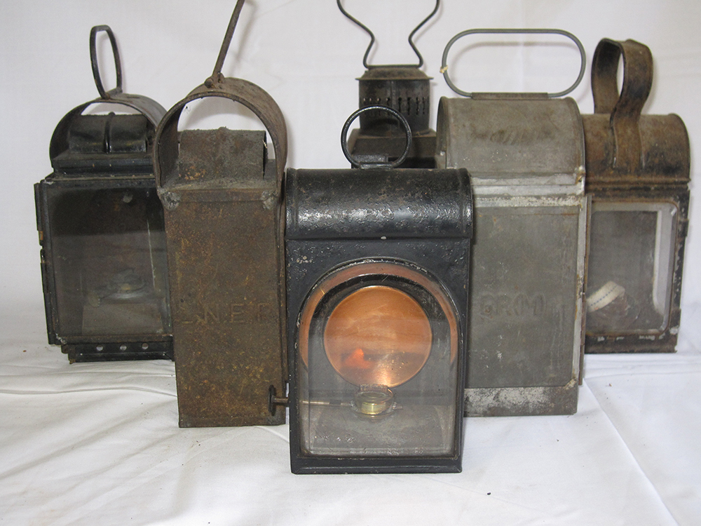 A Lot Containing Various Gauge Glass Lamps And