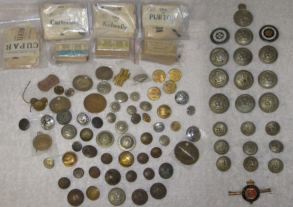 A Sundry Lot Containing Railway Buttons And Badges