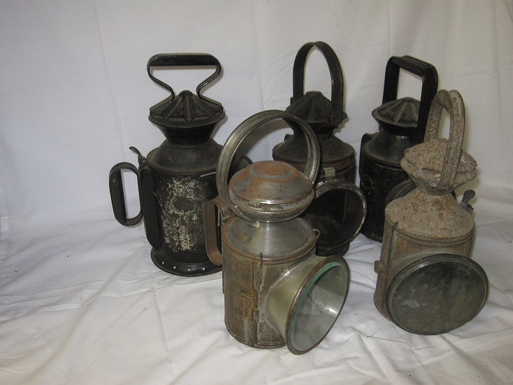 A Lot Containing Lamp Spares. 5 X Railway Hand