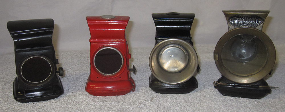 A Lot Containing 4 X Front And Rear Cycle Lamps