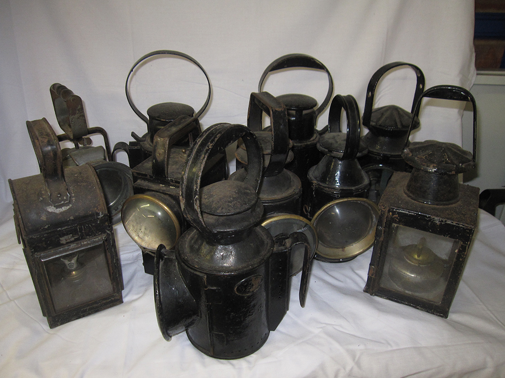 A Lot Containing 10 Various Railway Hand Lamps