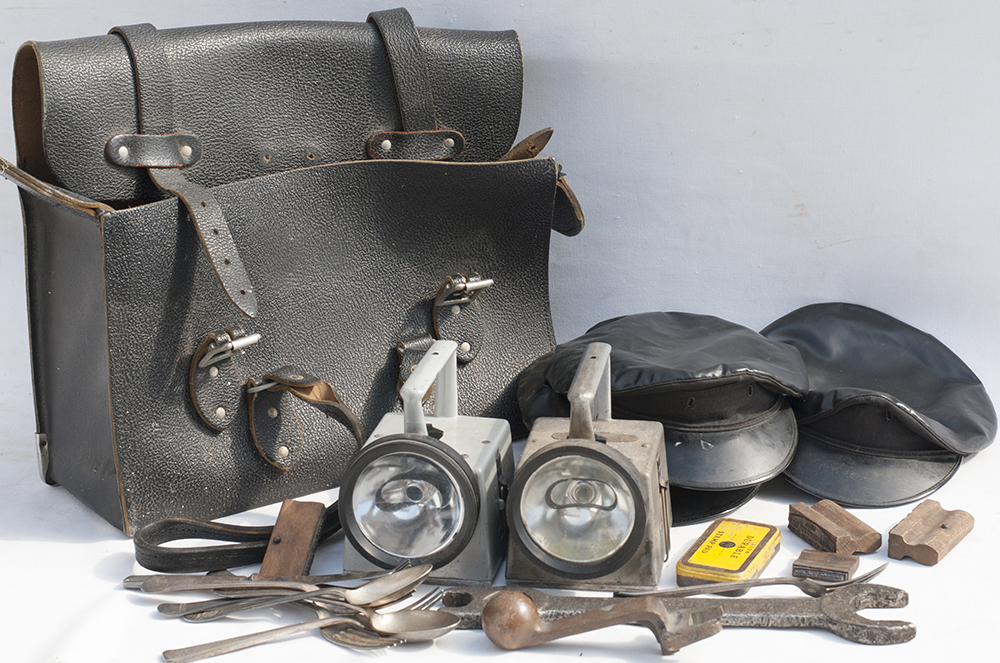 BR Drivers Leather Bag, 2 Bardic Lamps, Loco