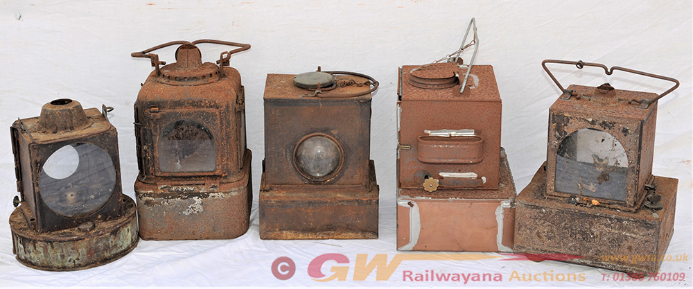 A Lot Containing 5 X LMR And WR Signal Lamp