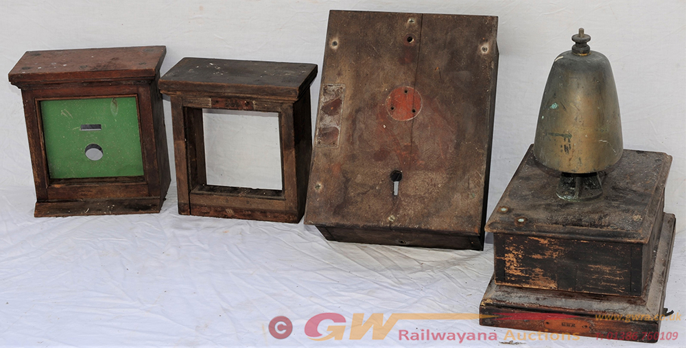 A Lot Containing Signalling Parts To Include A GWR