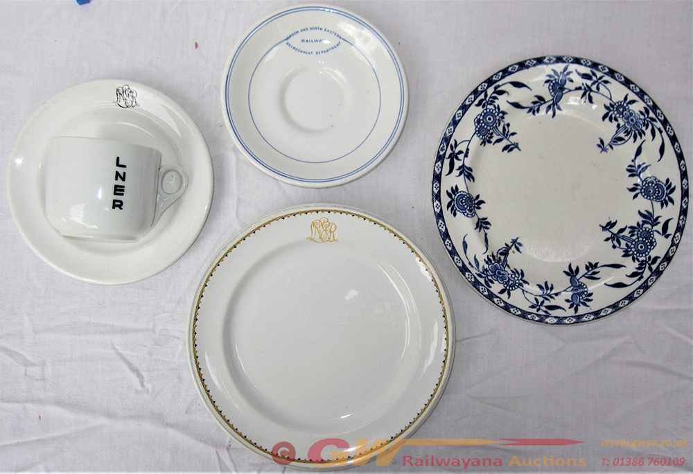 Railway Tableware. 4 X Pieces Of LNER Table Ware