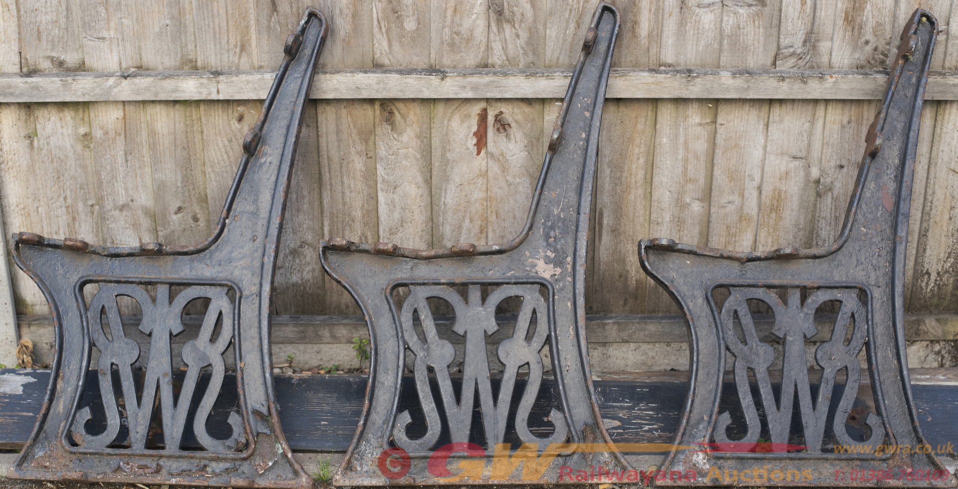GWR Platform Bench With 3 Cast Iron Script Ends